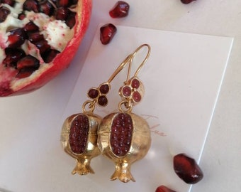 Pair of eggplant earrings galvanizing matte gold and red granatini