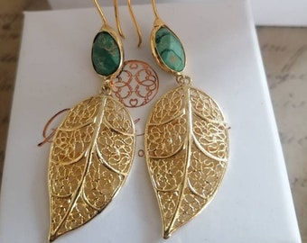 Earrings in gold leaf and natural malachite