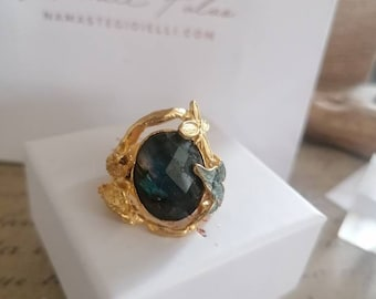 Adjustable ring in matt gold on bronze and silver cutouts, mounts a faceted Labradorite