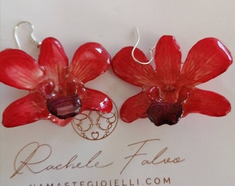 Pair of natural orchid earrings incorporated in resin