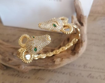 Spectacular bracelet adjustable to your liking Gold rams in galvanic studded with white quartz and green emeralds.