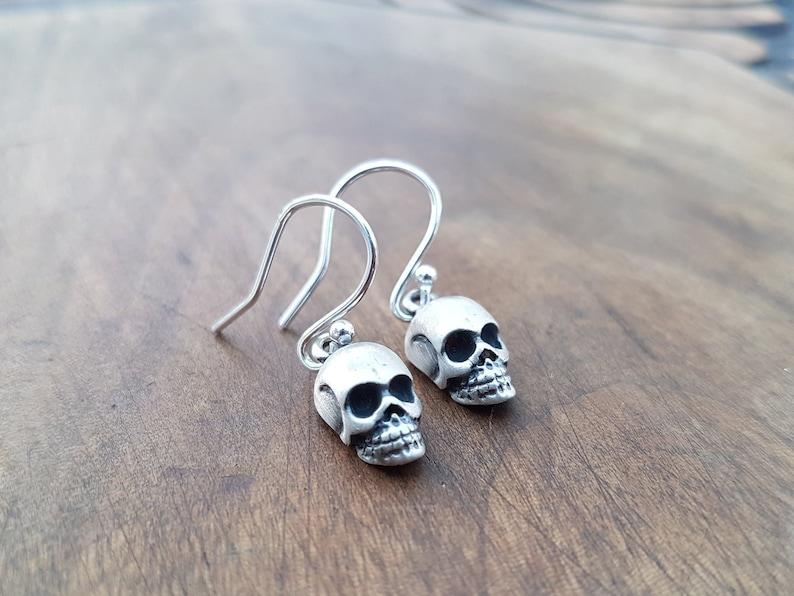 NEW Anthropologie Mini Skulls Dangling Necklace w// Earrings