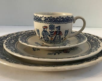 Vintage Johnson Brothers Staffordshire Old Granite Hearts & Flowers 4 Piece Place Setting