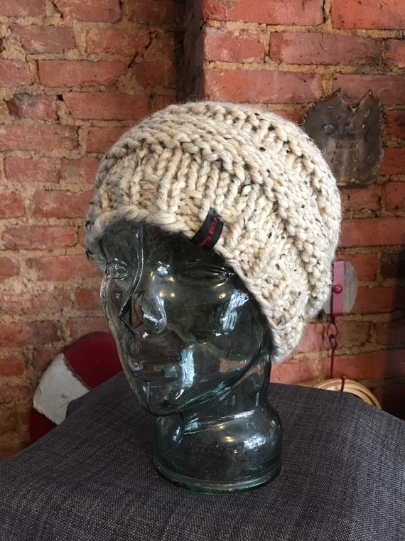 Pontail messy bun handknitted hat beanie toque