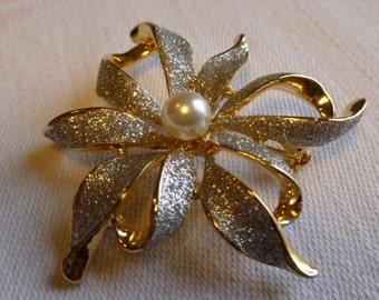 Brushed silver floral form brooch with faux pearl setting