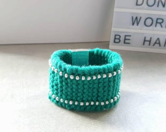 Bracelet made of wool and seed beads. Magnetic clasp. Emerald green and silver - women Bracelet, girl bracelet, gift idea.