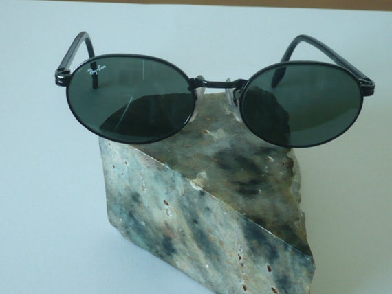 5012398afc3c1 Vintage Ray Ban W2775 Oval Lens Sunglasses by Bausch and Lomb