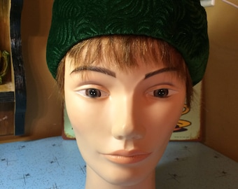 Vintage 1960's Green LADY ELEGANT Charming Hat with Bow
