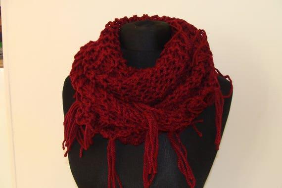 35f51d6138ab Echarpe triangle à franges fait main scarf handmade Bordeaux   idée cadeau  gift