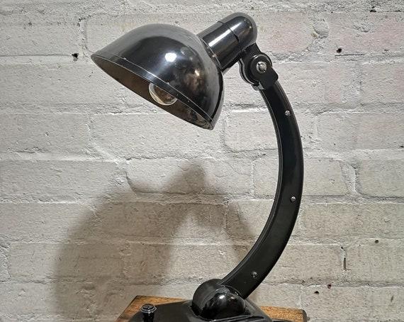 BAUHAUS 1930s Sigma Bakelite Table Lamp By Christian Dell For Heinrich Römmler