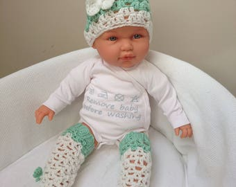 Crochet baby hat and leg warmers