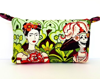 Frida Kahlo Makeup Bag, Frida and Calavera Catrina, Frida Kahlo Cosmetic Bag, Frida Kahlo Zipper Pouch, Black Makeup Bag, Black Purse, Frida