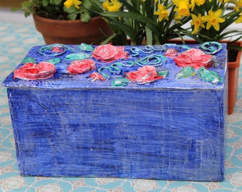 Chest, box made of Pappmache