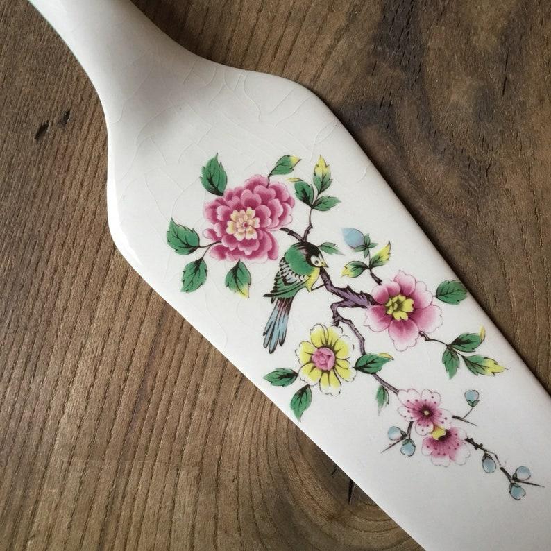 English tea. cake server Made in England china Vintage cake slice Old Foley James Kent Bird and flowers chintz Staffordshire ceramic