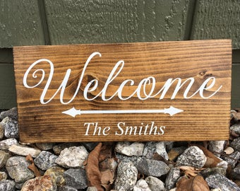 "Wood sign - Personalized ""Welcome"""