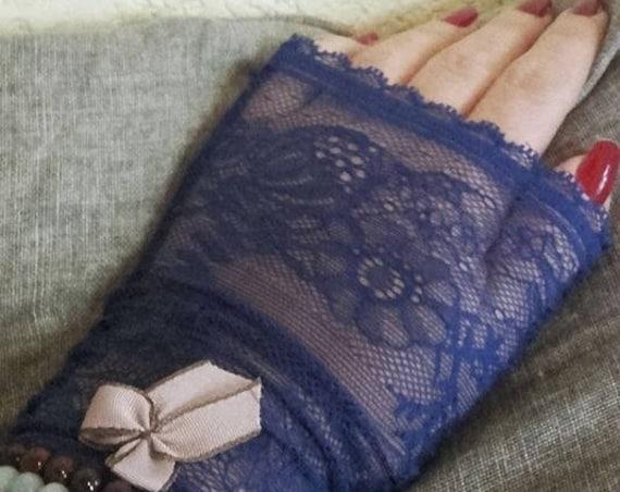 Bridgetcat lace fingerless gloves