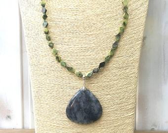 Collar Necklace AUTUMN LEAF/piedras semiprecious/serpentine, quartz and Picasso jasper/Agate Pendant/boho chic, elegant, casual
