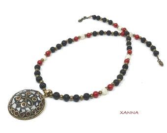 Collar corto CHIC&LOVE (XXII) /piedras semipreciosas/lava, coral y nácar/colgante incrustaciones nácar y hueso/Boho chic informal elegante