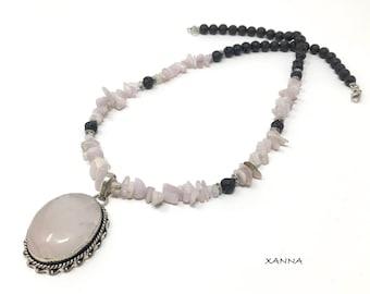 Collar corto VENICE /piedras semipreciosas/kuncita y lava volcánica/colgante cuarzo rosa/Boho chic informal elegante