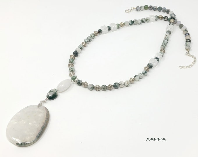 Moss/piedras semi-precious necklace/mossy agate and white quartz/mossy agate pendant/Elegant Casual chic Boho