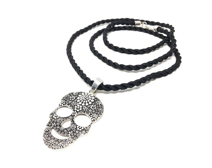 Necklace IX (XANNA by Steven Vazquez) / Mexican skull pendant