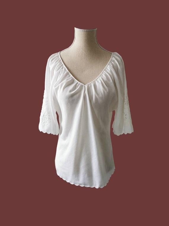 Vintage Blouse/ 70s Folk Blouse / Embroidered Blou