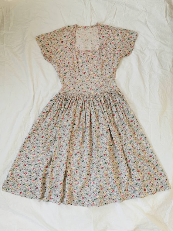 1940s Dress / 40s Day Dress / Floral Dress / Vinta