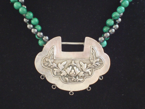 Chinese scallop shaped pendant  necklace