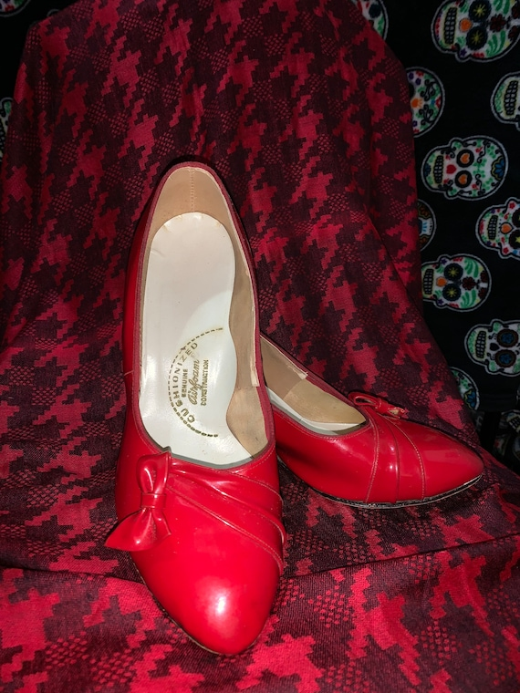 Gorgeous Red Patent 1980s cushioned pumps!!