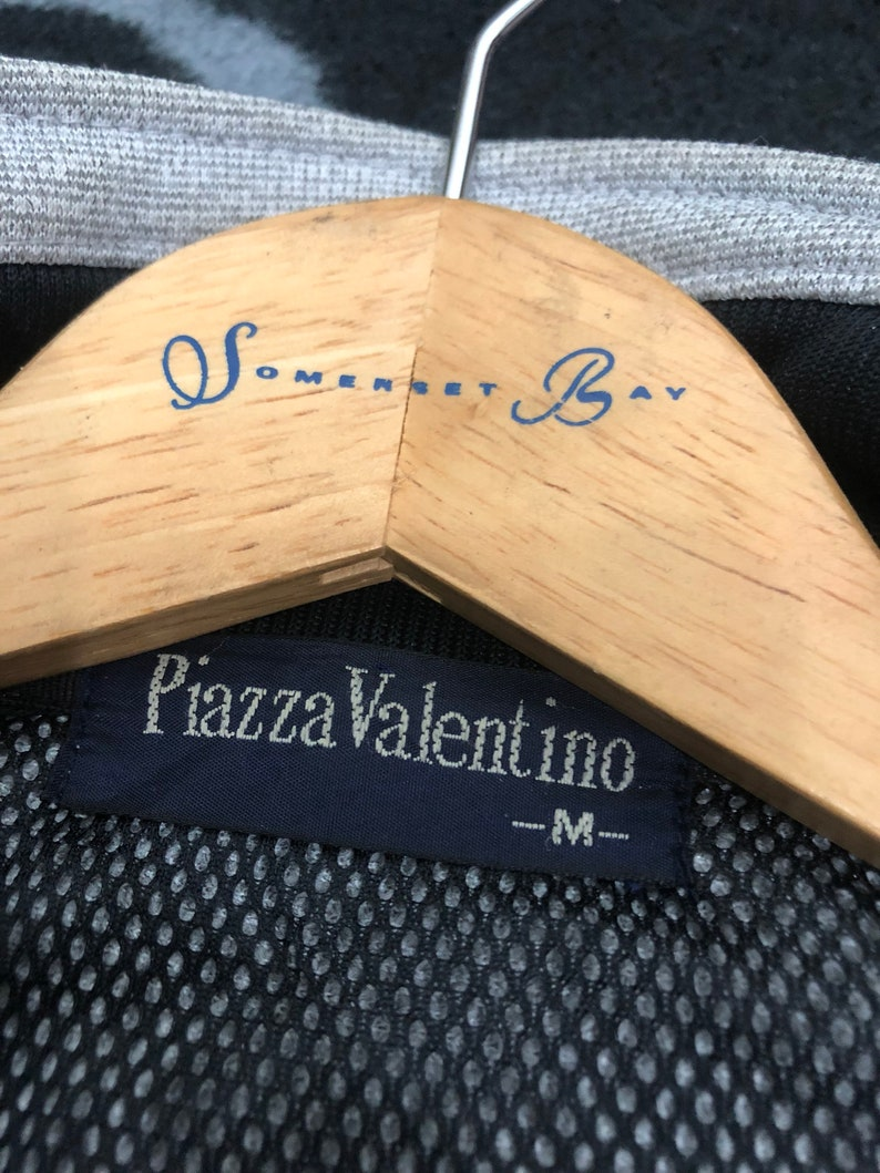 Vintage Piazza Valentino Dragon Master Gold Embroidered Big Logo Sweater Nice design rap stylehip-hop 90/'s Rare!