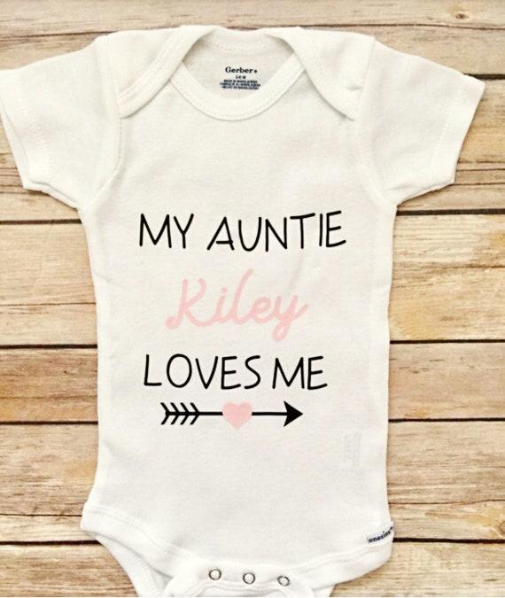 Ma tante m/'aime brodé Baby Pull-over Bib cadeau personnalisé de tante