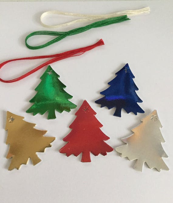 Origami paper art of Christmas tree with decoration in the forest ... | 669x570