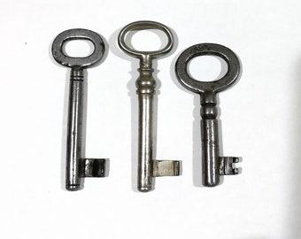 Skeleton key  vintage jewelry component