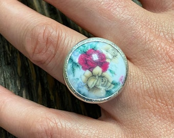 Silver ring with porcelain insert size 51