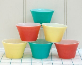 A set of 6 vintage Pyrex custard cups - cute ice cream bowls