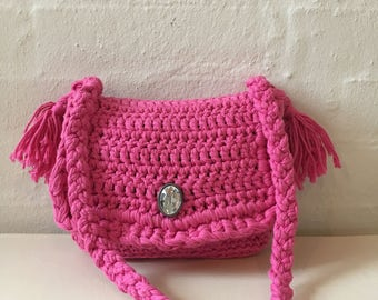 Pink shoulder bag for the trendy girl