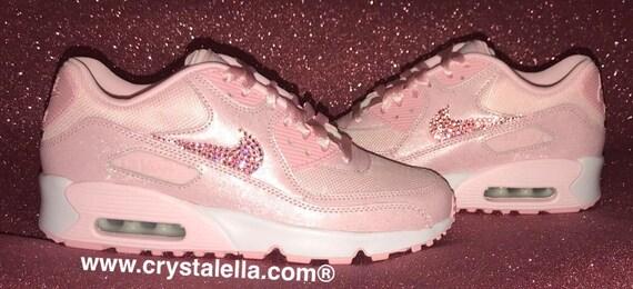 Nike Air Max 90 es in Baby Pink mit Swarovski Pink Crystal Ticks