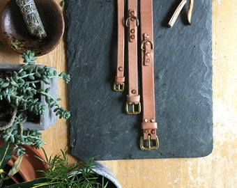 Medium/Large Dog Collar in Hermann Oak veg tanned leather and solid brass
