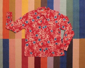 70s Era Vintage Red and Blue Polyester Floral Blouse in Women's Size XL with a 40 inch waist