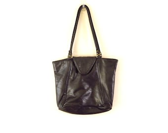 2706962f2e9d 90s Era Vintage Large Zipper and Flap Closure Black Capezio Bag Tote Purse  16