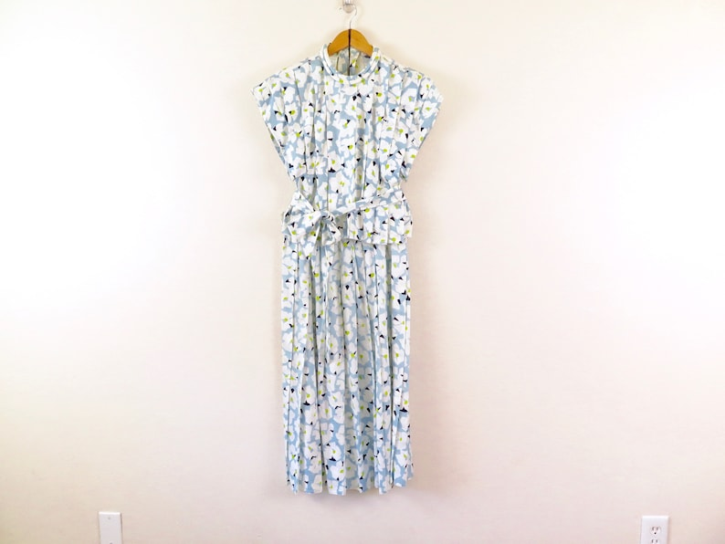60s Vintage Blue Floral Cropped Wrap Short Sleeve Top and Skirt Set in Women/'s Size 4 with a 28 inch waist