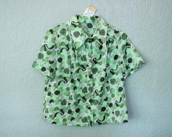 70s Era Vintage Green Leaf Short Sleeve Blouse Top in Women's Size Large