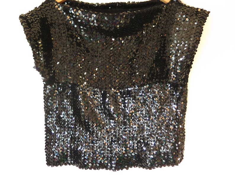 stretch waist 80s Era Vintage Sequin Black Short Sleeve Top in Women/'s Estimated Size Medium with a 36 inch