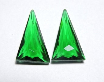 2 Pieces Extremely Beautiful Chrome Green Quartz Fine Faceted Triangle Shaped Loose Gemstone Size 26X15 MM