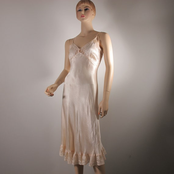 Very Beautiful Art Deco Blush Satin Vintage Lace S