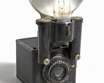 2abe81aa2ae93c Vintage Brownie Flash appareil photo Six-20     Art déco     moyen Format      Prop