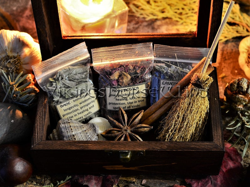 Witchcraft Mini Altar Kit, Wicca Herbs Box with Witches Broom, Sea Conch  and Herbs, Altar Wiccan Decor, Wicca Starter Kit, Witch Box