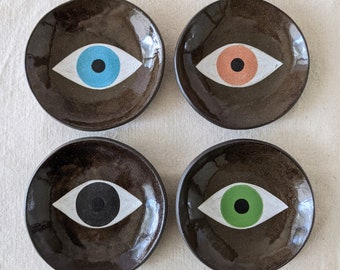 LOVE DIVERSITY Eye plates, hand painted on Dark brown clay. For jewelry, spices, soap dish, snacks, small keepsakes, palo santo.