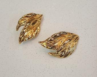Detailed Vintage Gold Tone Leaf Pierced Earrings