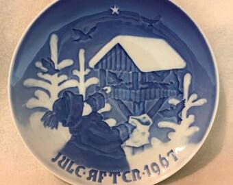 B&G Christmas 1967 Plate - Feeding the Birds (#225)